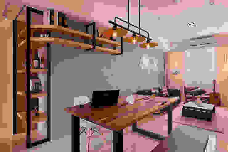 ห้องทานข้าว โดย 趙玲室內設計,