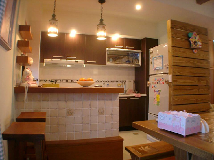 廚房:  廚房 by Hi+Design/Interior.Architecture. 寰邑空間設計