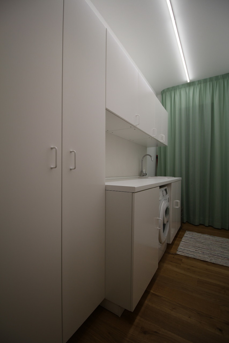 Modern dressing room by Giuseppe Rappa & Angelo M. Castiglione Modern