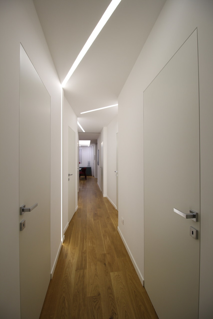 Modern Corridor, Hallway and Staircase by Giuseppe Rappa & Angelo M. Castiglione Modern