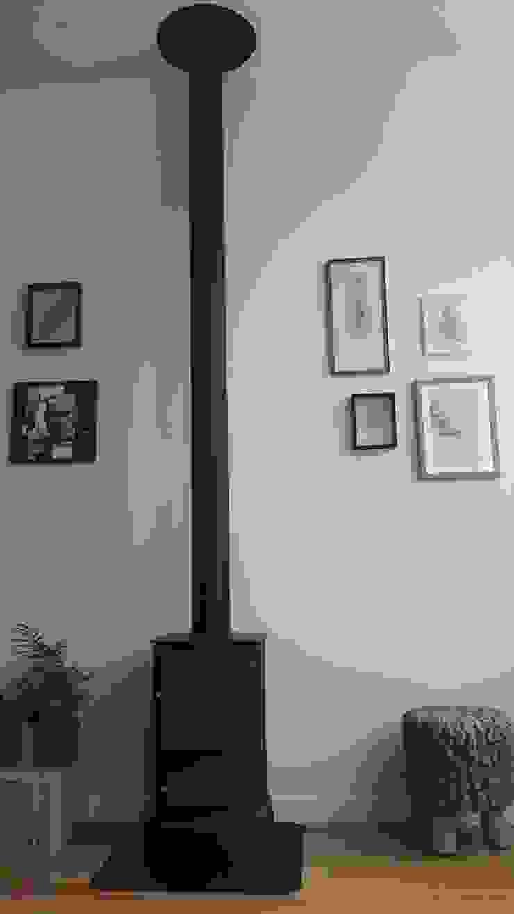 Een kleine houtkachel voor de koude dagen: modern  door Vine Home Design, Modern