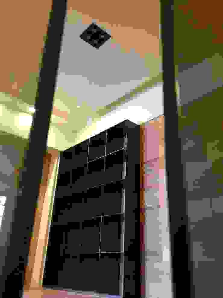 公館周宅 現代風玄關、走廊與階梯 根據 四一室內裝修有限公司 現代風