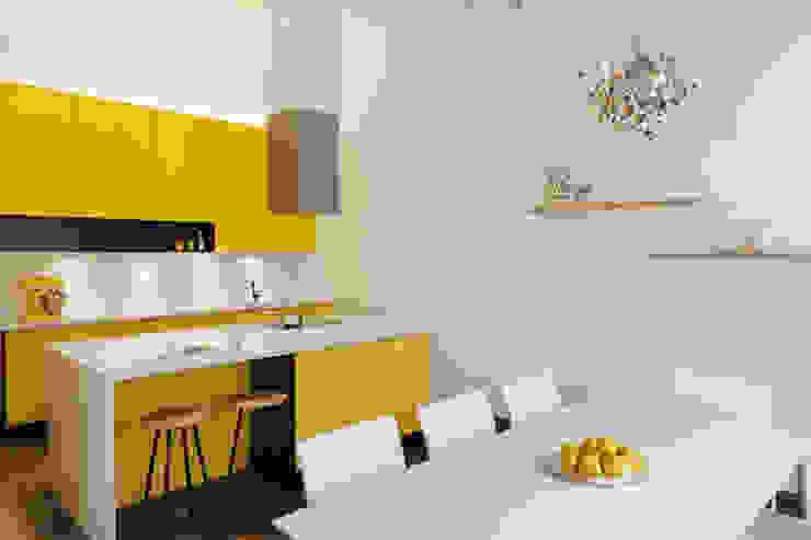 Nhà bếp phong cách kinh điển bởi Patricia Tschen Kinh điển
