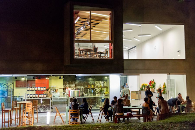 Casa Teatro Poblado Salas multimedia de estilo moderno de ARQUITECTOS URBANISTAS A+U Moderno