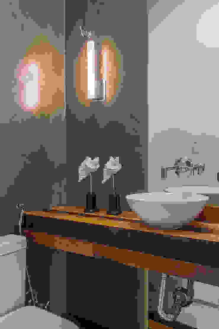 studio vert arquitetura Rustic style bathrooms