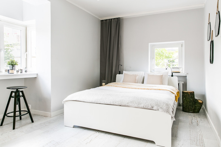 Minimalist bedroom by IDEALS . Marta Jaślan Interiors Minimalist