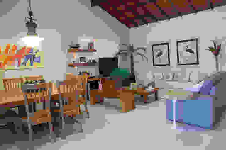 Sala de Estar e Jantar Salas de estar modernas por MORSCH WILKINSON arquitetura Moderno Madeira Efeito de madeira