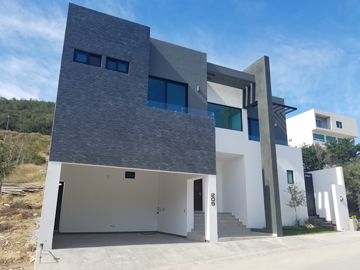 Modern houses by AYALA Proyectos y Construccion Modern