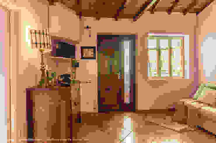 Ruang Keluarga Gaya Eklektik Oleh Sapere di Casa - Architetto Elena Di Sero Home Stager Eklektik