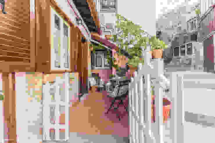 Balkon, Beranda & Teras Gaya Eklektik Oleh Sapere di Casa - Architetto Elena Di Sero Home Stager Eklektik