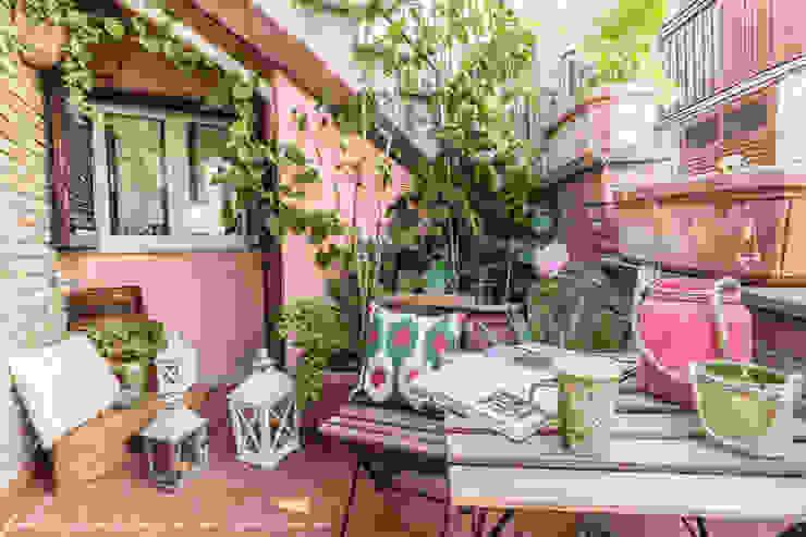 Eclectic style balcony, veranda & terrace by Sapere di Casa - Architetto Elena Di Sero Home Stager Eclectic