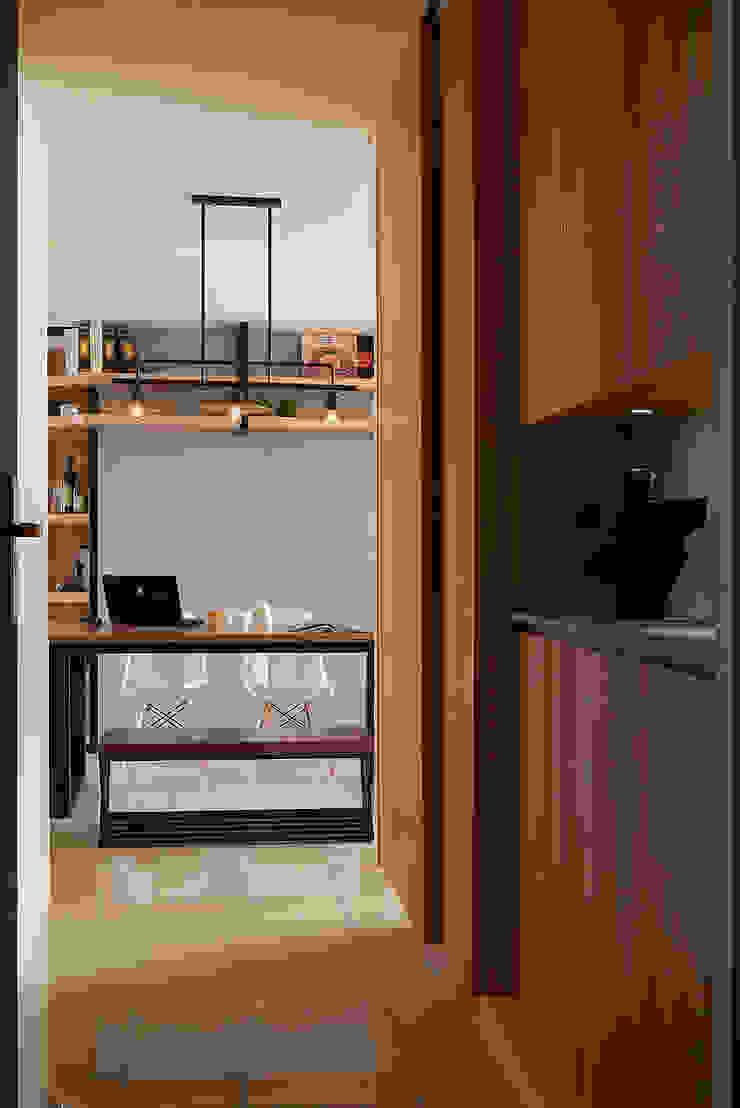 玄關入口 工業風的玄關、走廊與階梯 根據 趙玲室內設計 工業風