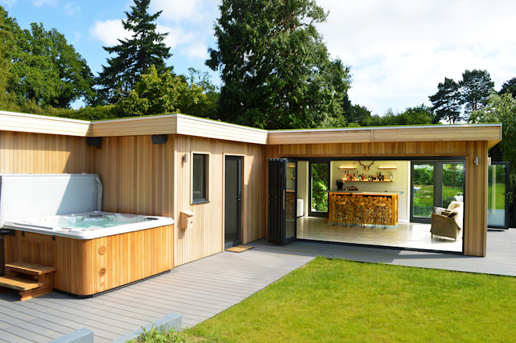 Cedar garden room with hot tub and bar Minimalist style garden by Crown Pavilions Minimalist