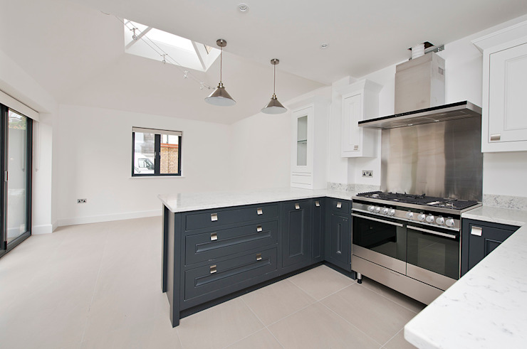 East Sheen:  Kitchen by Corebuild Ltd,