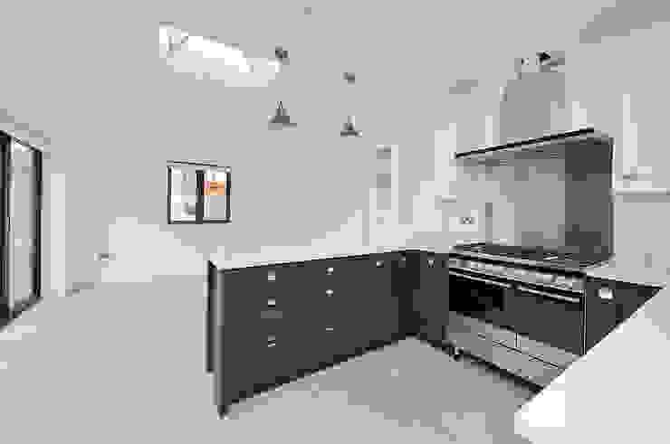 East Sheen Modern kitchen by Corebuild Ltd Modern