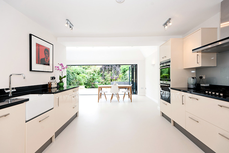 Surbiton:  Kitchen by Corebuild Ltd,