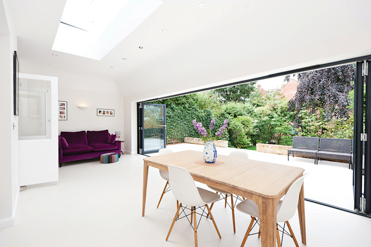 Surbiton:  Dining room by Corebuild Ltd,