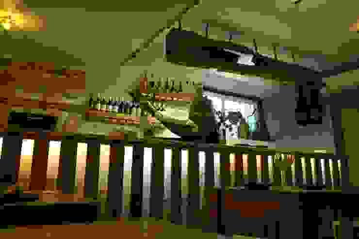 Restaurante . Lisboa . Alfama . A Muralha - Tapas e Vinhos Espaços de restauração rústicos por aponto Rústico Madeira maciça Multicolor