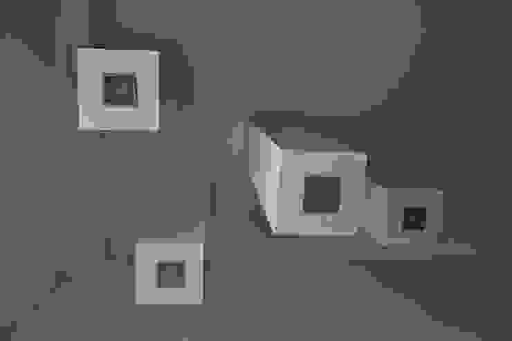 Casa SCR Laboratorio di Progettazione Claudio Criscione Design Ingresso, Corridoio & ScaleIlluminazione