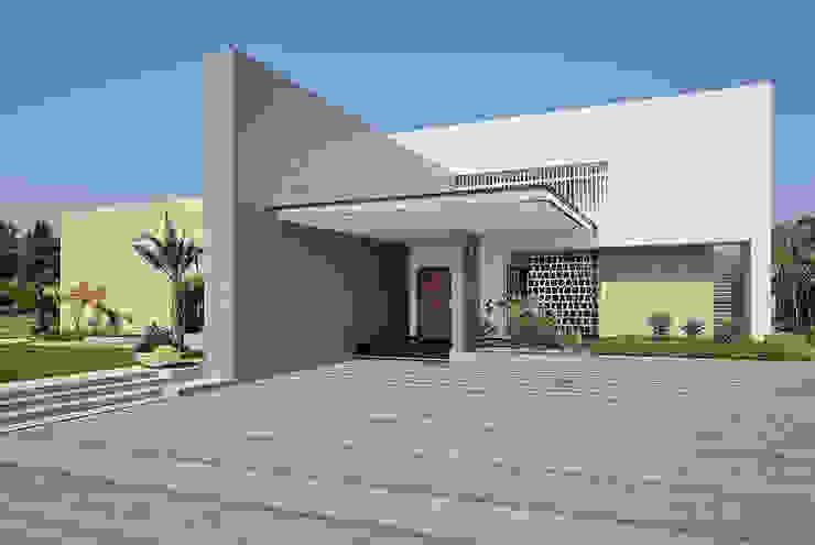 kabir bungalow: modern  by USINE STUDIO,Modern