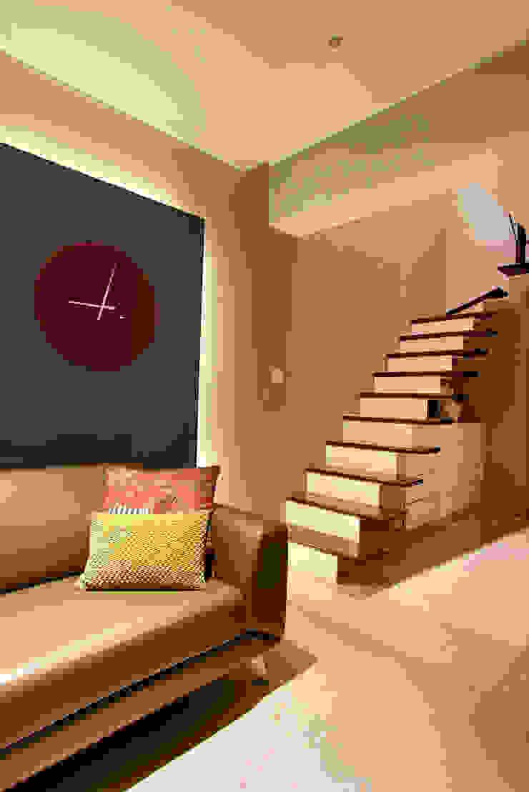 Pasillos, vestíbulos y escaleras modernos de USINE STUDIO Moderno