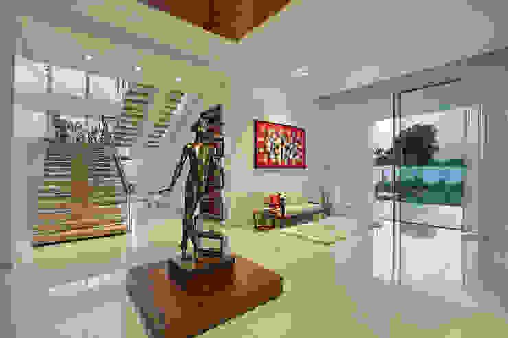 akshay shah (samruddhi bungalow) Classic style corridor, hallway and stairs by USINE STUDIO Classic