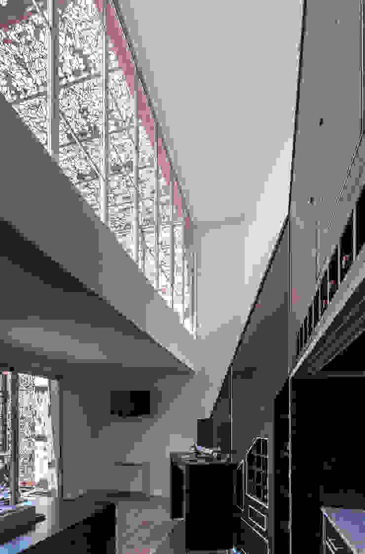 Nowoczesna jadalnia od Ciudad y Arquitectura Nowoczesny