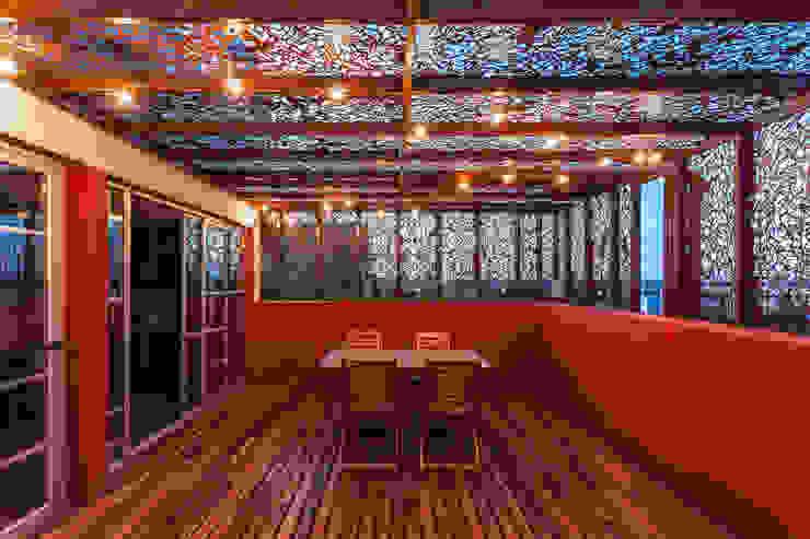 VV Building Balcones y terrazas modernos: Ideas, imágenes y decoración de Ciudad y Arquitectura Moderno