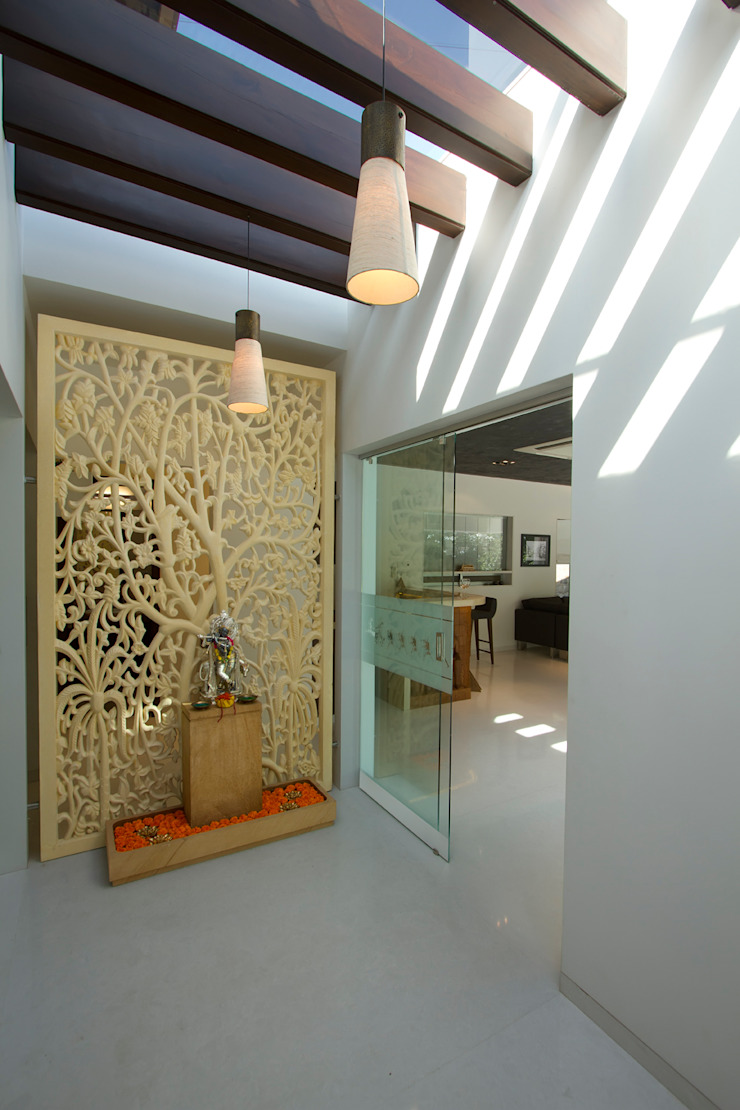 patel house (outhouse) Modern corridor, hallway & stairs by USINE STUDIO Modern