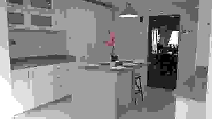 COCINA TAPIA homify Cocinas equipadas Granito Blanco