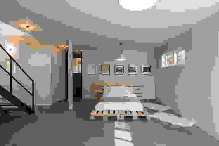 ห้องนอน โดย 東涌写真事務所,