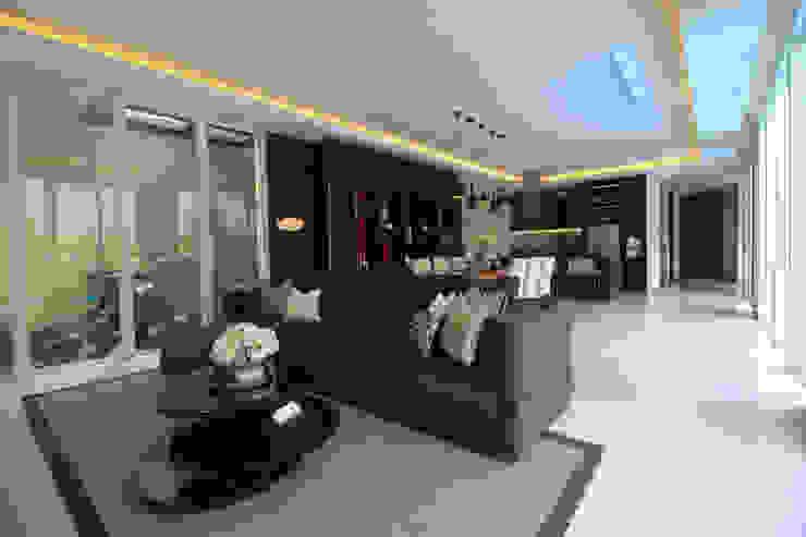 SL RESIDENCE Ruang Keluarga Tropis Oleh ALIGN architecture interior & design Tropis