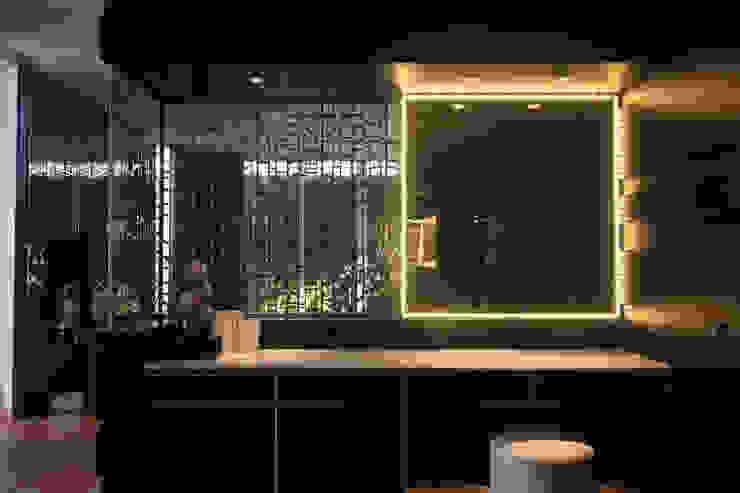 SL RESIDENCE Ruang Ganti Tropis Oleh ALIGN architecture interior & design Tropis