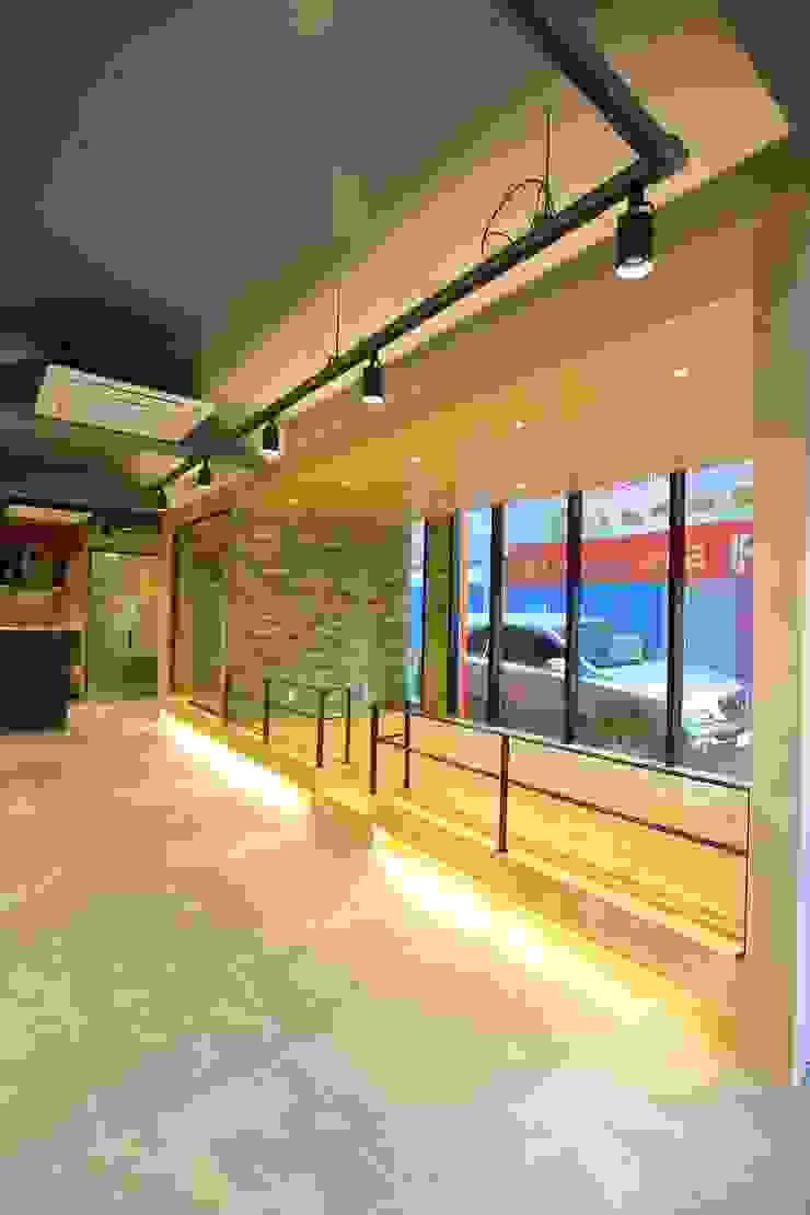 대구 남구 대명동 예쁜 카페 커피숍 인테리어 리모델링 클래식스타일 다이닝 룸 by inark [인아크 건축 설계 디자인] 클래식 우드 우드 그레인