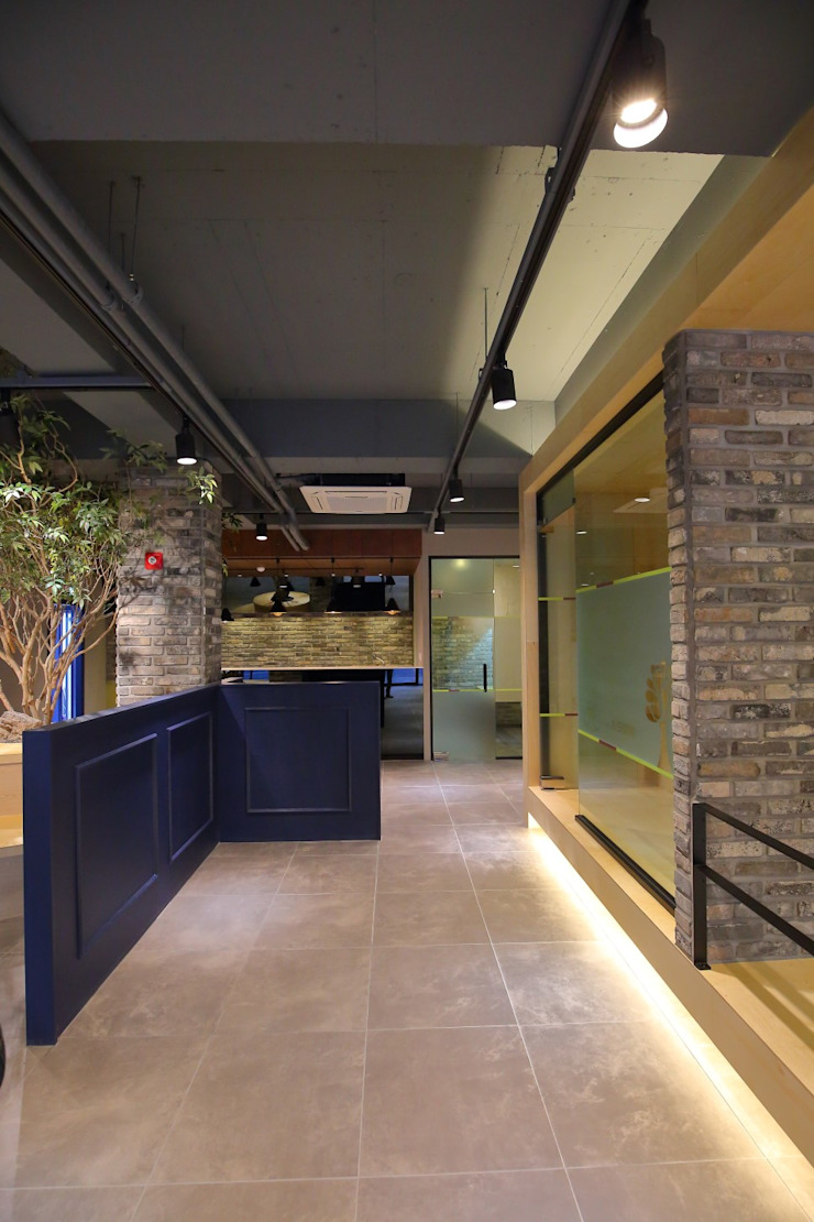 대구 남구 대명동 예쁜 카페 커피숍 인테리어 리모델링 클래식스타일 거실 by inark [인아크 건축 설계 디자인] 클래식 돌