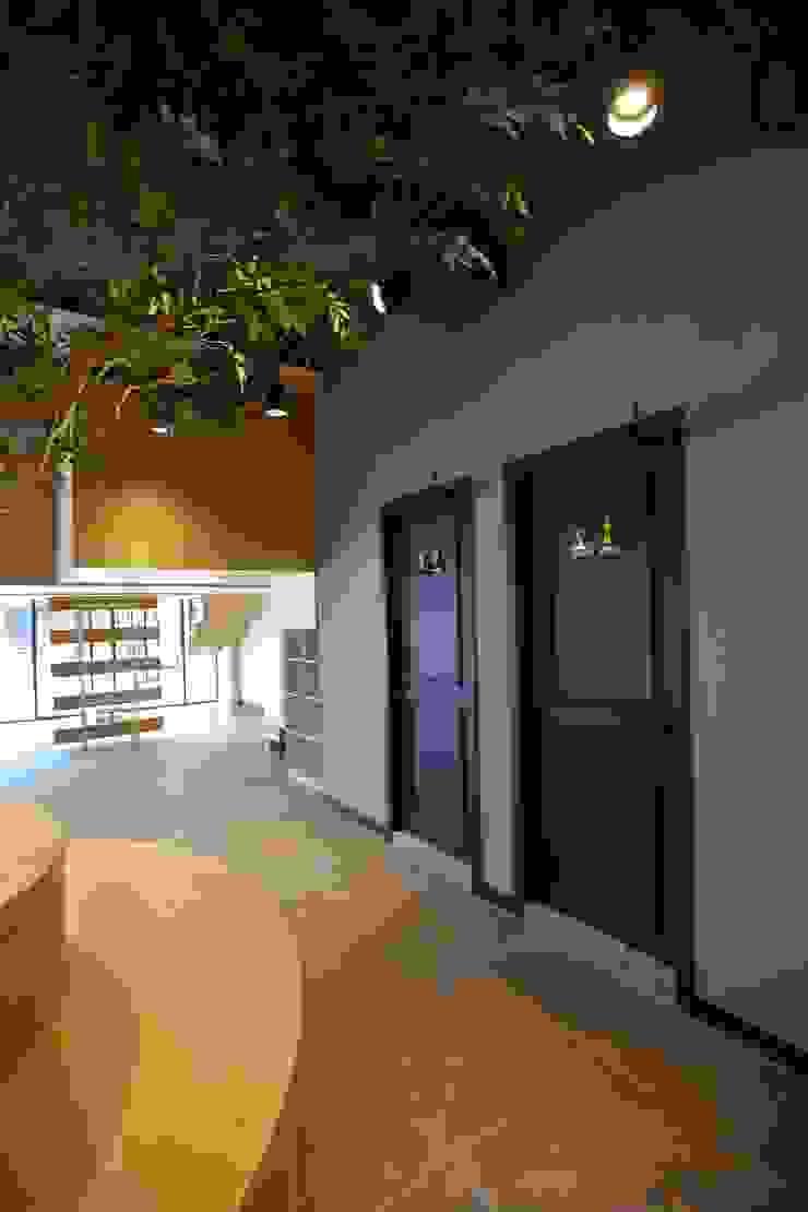대구 남구 대명동 예쁜 카페 커피숍 인테리어 리모델링 클래식스타일 욕실 by inark [인아크 건축 설계 디자인] 클래식 우드 우드 그레인