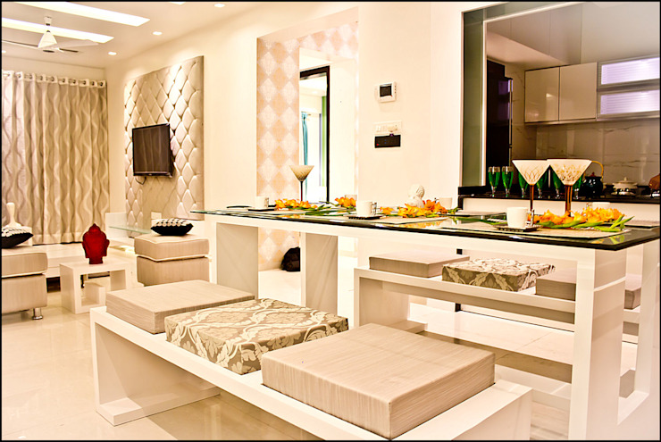 La tierra,Pune:  Dining room by H interior Design