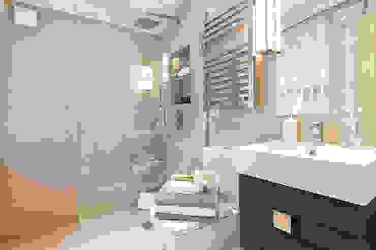 Cranley Gardens Classic style bathroom by Maxmar Construction LTD Classic Ceramic