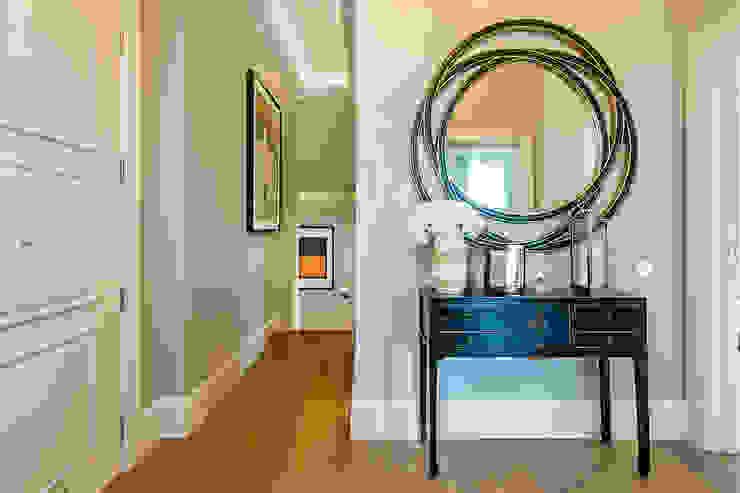 Koridor dan lorong oleh Maxmar Construction LTD, Klasik