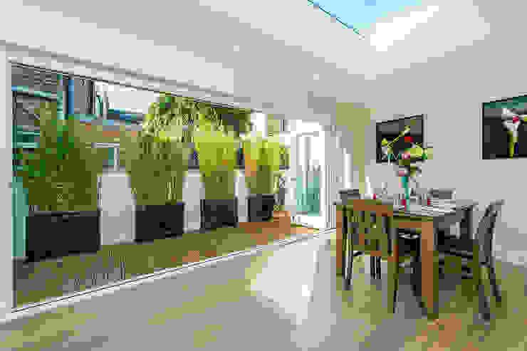 Hannell Road Modern Living Room by Maxmar Construction LTD Modern