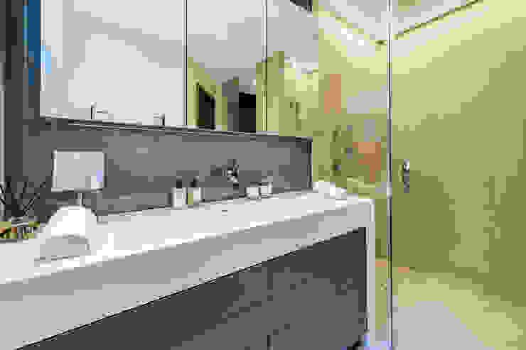 Lennox Gardens Modern Bathroom by Maxmar Construction LTD Modern