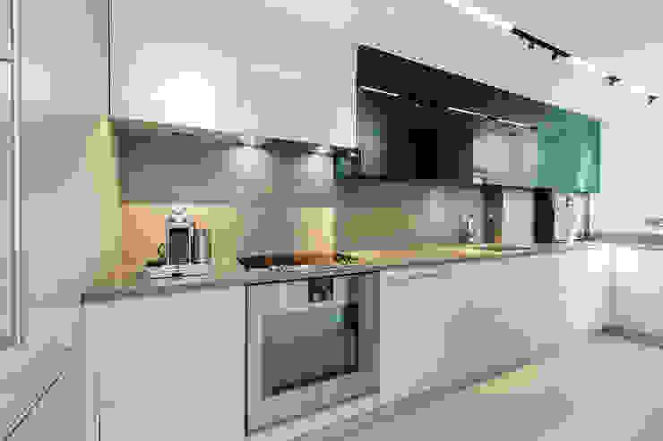 Lennox Gardens Modern Kitchen by Maxmar Construction LTD Modern