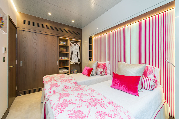 Lennox Gardens Modern Bedroom by Maxmar Construction LTD Modern