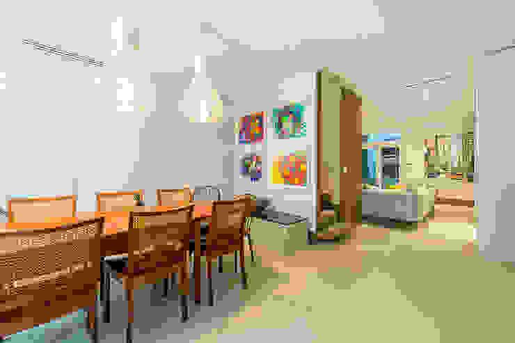 Lennox Gardens Modern Living Room by Maxmar Construction LTD Modern