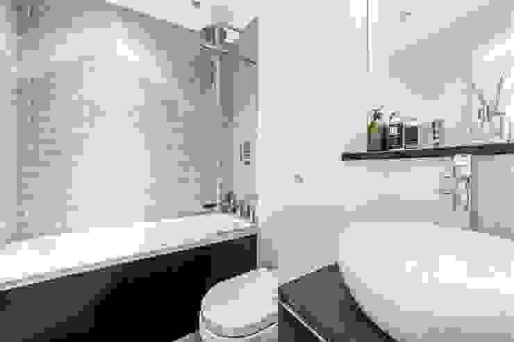 Tregunter Road Classic style bathroom by Maxmar Construction LTD Classic