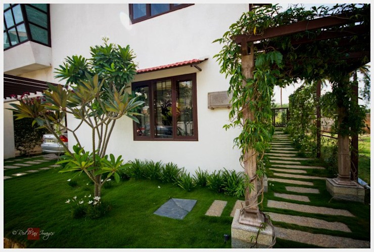 Kannan - Sonali and Gaurav's residence Sandarbh Design Studio Front yard