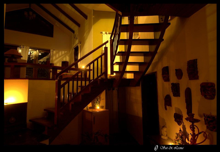 Sharada Eclectic style corridor, hallway & stairs by Sandarbh Design Studio Eclectic