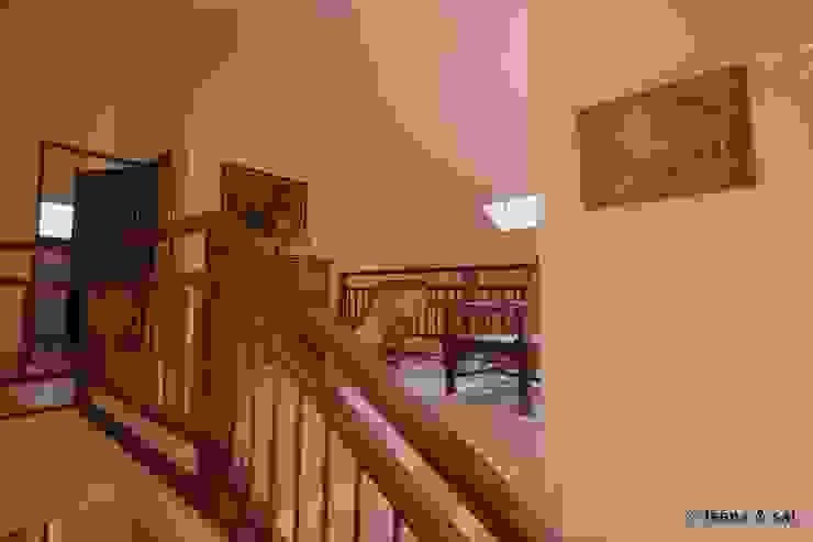 Captain Vijendra—Renovation Eclectic style corridor, hallway & stairs by Sandarbh Design Studio Eclectic