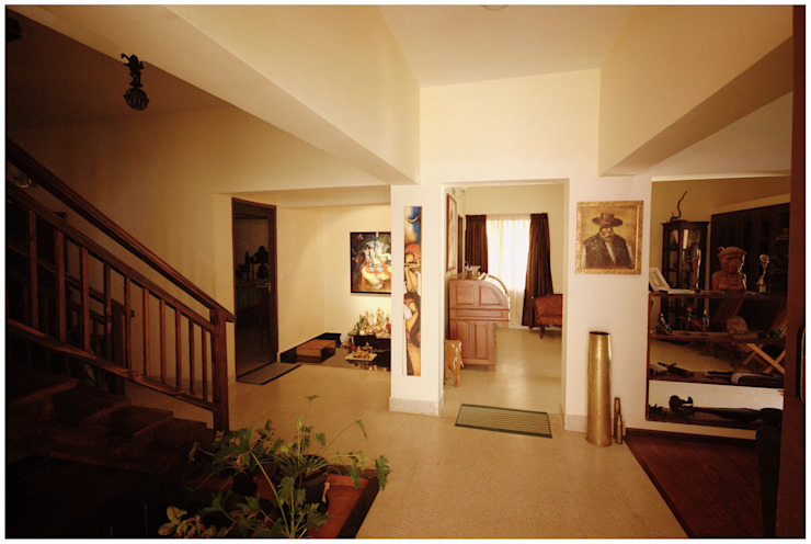 Captain Vijendra - Renovation Eclectic style corridor, hallway & stairs by Sandarbh Design Studio Eclectic