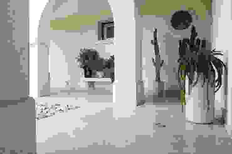 Viel Emozioine Pietra Mediterranean style balcony, veranda & terrace Marble Beige